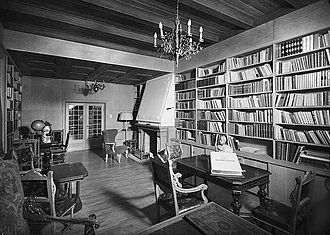 330px-Quisling_library