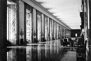 Bundesarchiv_Bild_183-K1216-501,_Berlin,_Neue_Reichskanzlei,_Marmorgalerie